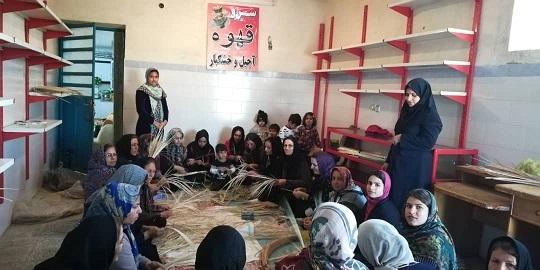 برگزاری کلاس سبد بافی در شهر کلمه /تصویر